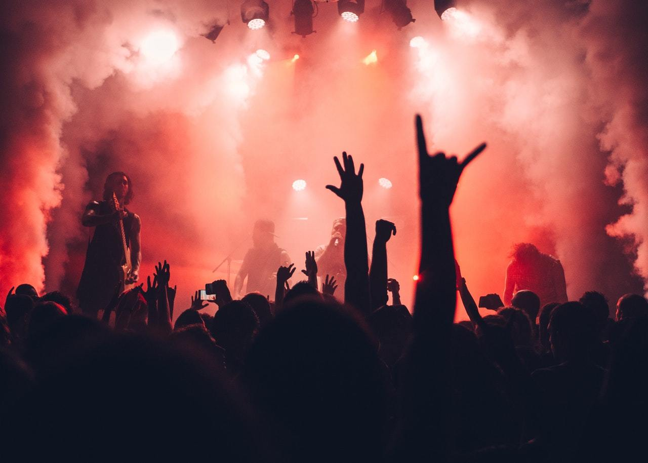 da2b20be1181 En annan sak som hör sommaren till är att gå på konserter och den här  sommaren kommer det vara många härliga events som man inte får missa om man  älskar ...